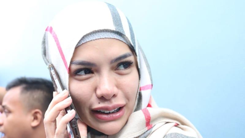 Artis Seksi Yang Memutuskan Untuk Mengenakan Hijab