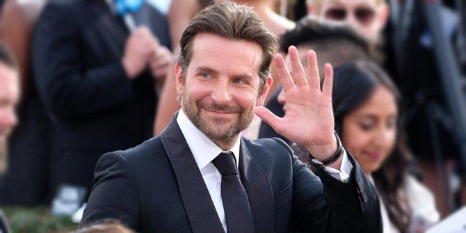 Bradley Hadiri Oscar 2019 Bersama Dua Wanita Cantik, Siapa Ya ?