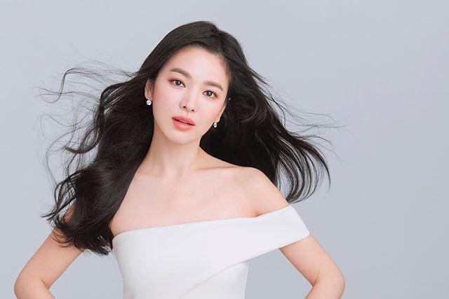Song Hye Kyo Tampil Menawan Dengan Gaya Rambut Baru